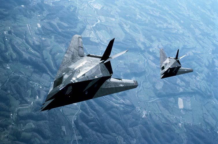 Deux avions furtifs